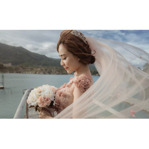 フリー写真, 人物, 女性, アジア人女性, 花嫁(新婦), 結婚式(ブライダル), ウェディングドレス, ブーケ, 横顔, ベトナム人