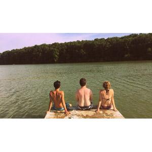 フリー写真, 人物, 集団(グループ), 後ろ姿, 人と風景, 湖, 湖水浴, 水着, 三人