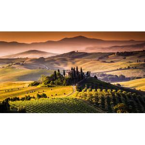 フリー写真, 風景, 丘, 牧草地, 干し草ロール, 田舎, 家(一軒家), 村, 畑, 夕暮れ(夕方), イタリアの風景, トスカーナ州