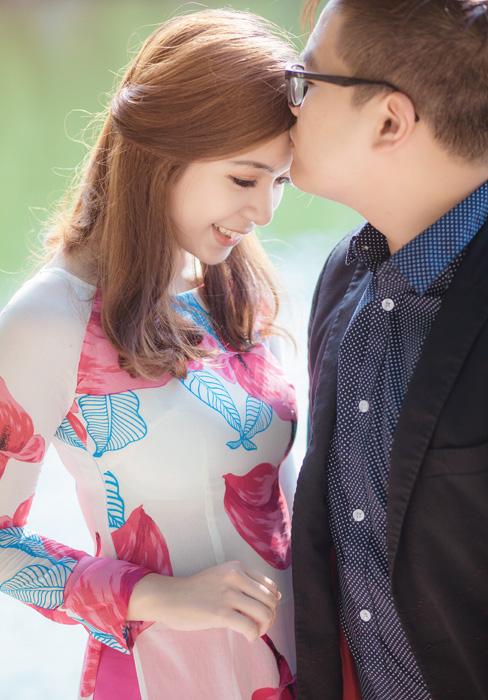 フリー 写真おでこにキスをするベトナムのカップル