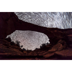 フリー写真, 風景, 自然, 天然橋, ナチュラル・ブリッジズ国定公園, スタートレイル, 長時間露光, 星(スター), 夜, アメリカの風景, ユタ州, 岩