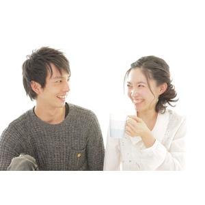 フリー写真, 人物, カップル, 恋人, 二人, マグカップ, 笑う(笑顔), 女性(00037), 男性(00038)