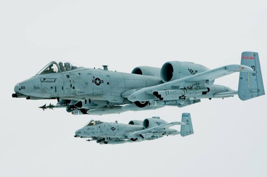 フリー写真 二機のA-10サンダーボルトII