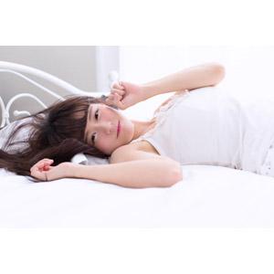 フリー写真, 人物, 女性, アジア人女性, 中国人, 白白(00045), ベッド, 寝転ぶ, 仰向け