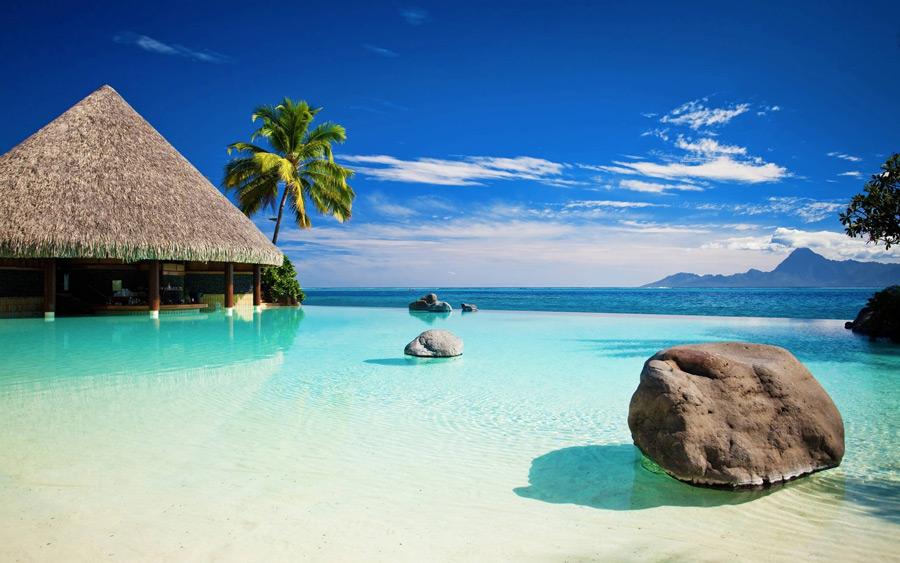 フリー写真 リゾート地のプールバーと海の風景
