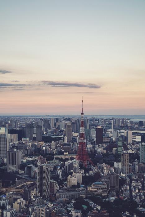 フリー写真 夕暮れの東京タワーと東京の街並み