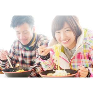 フリー写真, 人物, カップル, 恋人, 日本人, 女性(00043), 男性(00055), 食べる, 食事, 食べ物(食料), 料理, 麺類, ラーメン