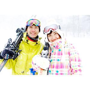 フリー写真, 人物, カップル, 恋人, 日本人, 女性(00043), 男性(00055), 冬, スキー場, レジャー, スキー, 二人, 雪, スノーゴーグル