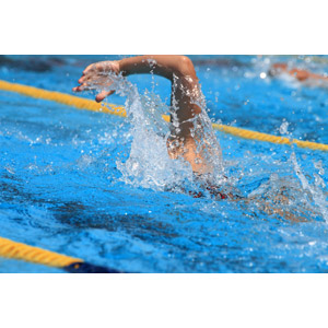 フリー写真, スポーツ, ウォータースポーツ, 競泳, 泳ぐ(水泳), プール, クロール, 水しぶき, 運動