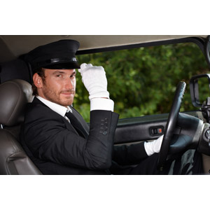 フリー写真, 人物, 男性, 外国人男性, 職業, 仕事, ハイヤー運転手, 挨拶, 人と乗り物, 自動車, 帽子, 制帽