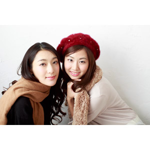 フリー写真, 人物, 女性, アジア人女性, 日本人, 女性(00064), 女性(00065), 二人, 友達, マフラー, ベレー帽