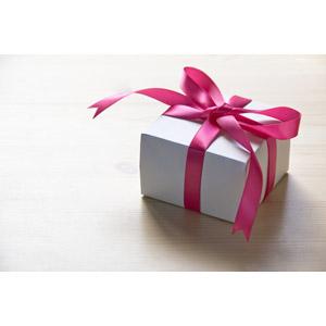 フリー写真, プレゼント, プレゼント箱, ラッピングリボン, クリスマスプレゼント, クリスマス, 誕生日(バースデー), バースデープレゼント