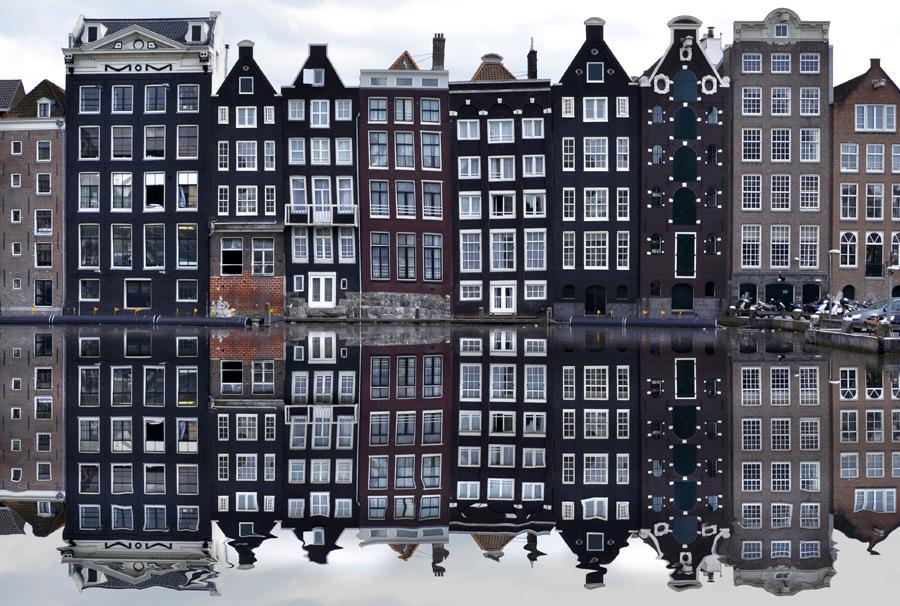 フリー写真 アムステルダムの街並みと運河の風景
