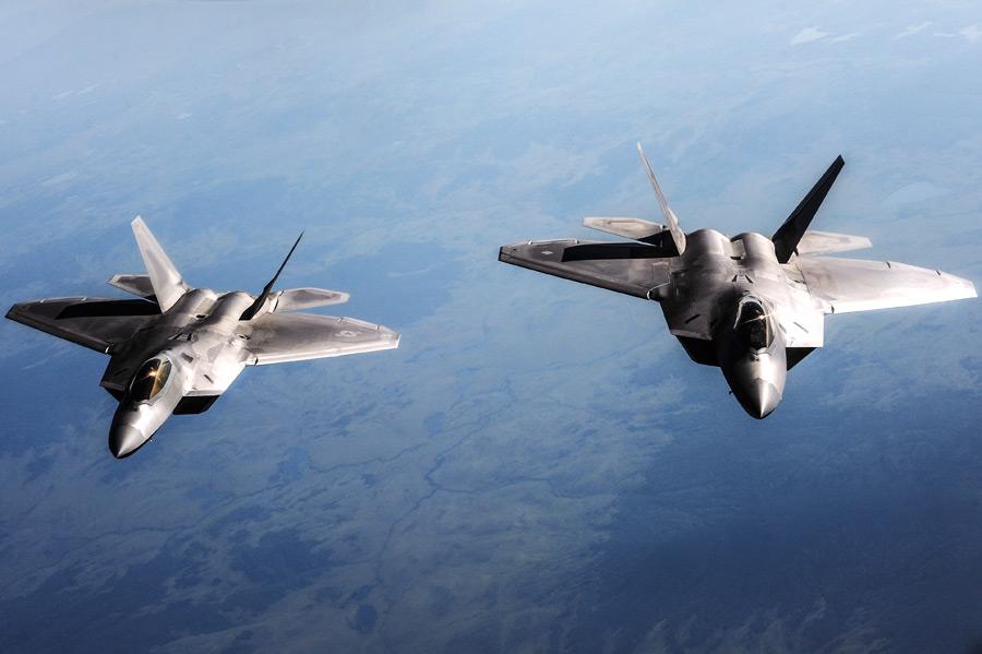 フリー写真 2機のF-22ラプター