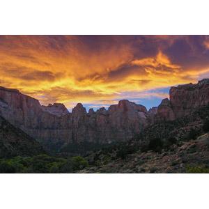 フリー写真, 風景, 自然, 夕暮れ(夕方), 夕焼け, 山, 渓谷, 崖, ザイオン国立公園, アメリカの風景, ユタ州