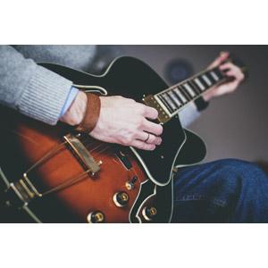 フリー写真, 人体, 手, 音楽, 楽器, 弦楽器, ギター, エレキギター, 演奏する