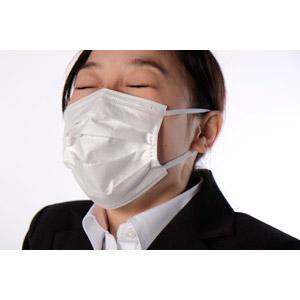 フリー写真, 人物, 女性, アジア人女性, 女性(00083), 日本人, 衛生マスク, ビジネス, 職業, ビジネスウーマン, OL(オフィスレディ), くしゃみ, 病気, 風邪, インフルエンザ, 花粉症, 白背景, 目を閉じる