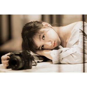 フリー写真, 人物, 女性, アジア人女性, 女性(00093), ベトナム人, カメラ, 一眼レフカメラ, 突っ伏す
