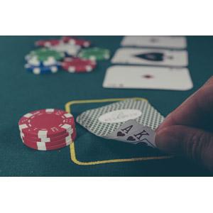 フリー写真, カジノ, 賭博(ギャンブル), カジノチップ, トランプ, ゲーム, 指