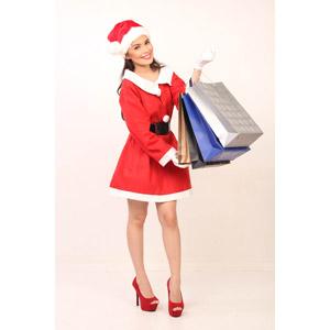 フリー写真, 人物, 女性, アジア人女性, 女性(00069), フィリピン人, 年中行事, クリスマス, 12月, 冬, サンタの衣装, 買い物(ショッピング), ショッピングバッグ