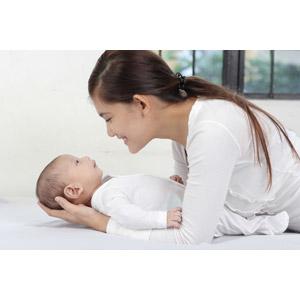 フリー写真, 人物, 親子, 母親(お母さん), 子供, 赤ちゃん, 二人, フィリピン人, 女性(00101)