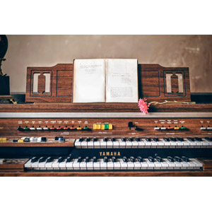 フリー写真, 音楽, 楽器, 鍵盤楽器, オルガン, 電子オルガン(エレクトーン), 本(書籍)