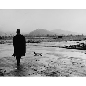 フリー写真, 戦争, 人と風景, 破壊, 原子爆弾, 広島県, 太平洋戦争, 第二次世界大戦, 兵士, 人物, 男性, モノクロ, 日本人