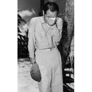フリー写真, 戦争, 人物, 男性, 日本人, 太平洋戦争, 第二次世界大戦, 捕虜, 収容所, 失望(絶望), 悲しい, 泣く(泣き顔), モノクロ