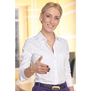 フリー写真, 人物, 女性, 外国人女性, 女性(00107), ビジネス, 職業, 仕事, ビジネスウーマン, ブラウス, 手を差し伸べる