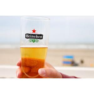 フリー写真, 人体, 手, 飲み物(飲料), お酒, ビール, ビールグラス, ハイネケン