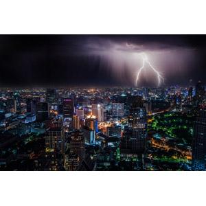フリー写真, 風景, 建造物, 建築物, 高層ビル, 都市, 街並み(町並み), 夜, 夜景, 天気, 落雷(カミナリ), タイの風景, バンコク