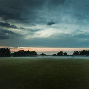 フリー写真, 風景, サッカーフィールド, 霧(霞), 早朝, デンマークの風景