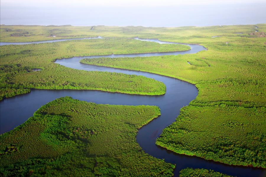 フリー写真 ガンビアの曲がりくねった川の風景