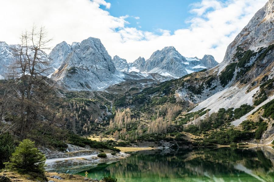 フリー写真 ゼーベン湖と山脈の風景