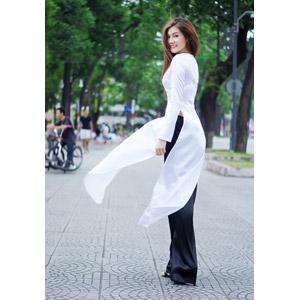 フリー写真, 人物, 女性, アジア人女性, ベトナム人女性, 女性(00113), アオザイ, 振り返る