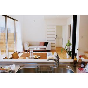 フリー写真, 風景, 部屋, リビングルーム, 台所(キッチン), 蛇口, ダイニングテーブル, ソファー