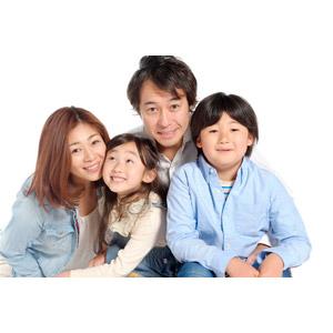 フリー写真, 人物, 家族, 親子, 父親(お父さん), 母親(お母さん), 娘, 息子, 子供, 女性(00018), 男性(00019), 男の子(00020), 女の子(00021), 四人, 白背景