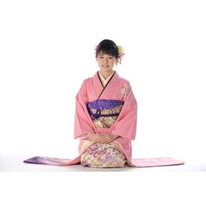 フリー写真, 人物, 女性, アジア人女性, 日本人, 女性(00047), 和服, 着物, 正月, 1月, 白背景, 座る(床), 正座
