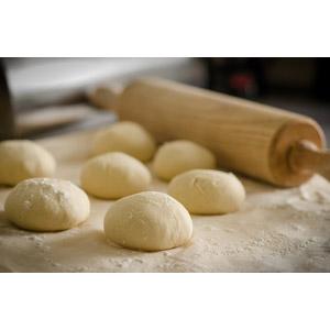 フリー写真, 調理, パン, パン作り, ピザ, 麺棒