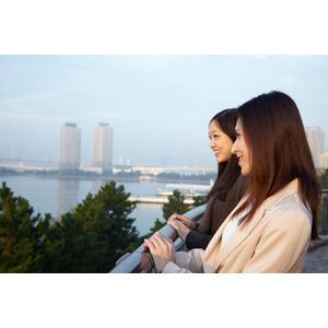 フリー写真, 人物, 女性, アジア人女性, 日本人, 女性(00031), 女性(00032), 二人, 旅行(トラベル), 眺める, 横顔