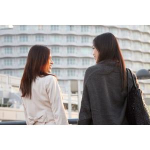フリー写真, 人物, 女性, アジア人女性, 日本人, 女性(00031), 女性(00032), 二人, 旅行(トラベル), 向かい合う
