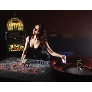 フリー写真, 人物, 女性, 外国人女性, ロシア人, カジノ, 賭博(ギャンブル), スロットマシン, ルーレット