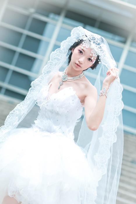 フリー写真 ウェディングドレス姿の女性