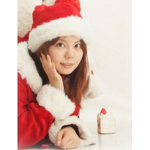 フリー写真, 人物, 女性, アジア人女性, 日本人, 年中行事, クリスマス, 12月, 冬, サンタの衣装, 頬杖をつく