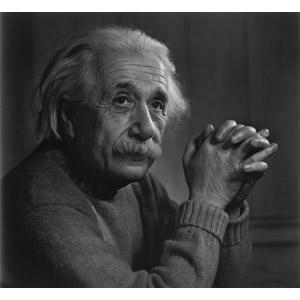 フリー写真, 人物, 老人, シニア男性, 物理学者, ユダヤ人, アルベルト・アインシュタイン, 手を組む, モノクロ, 科学