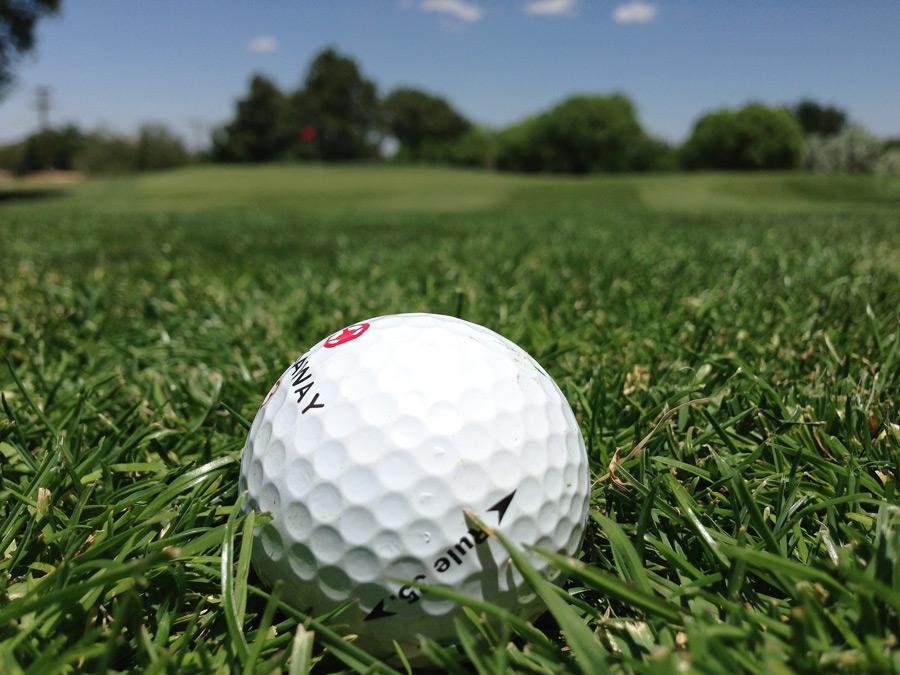 フリー写真 ゴルフ場とゴルフボール