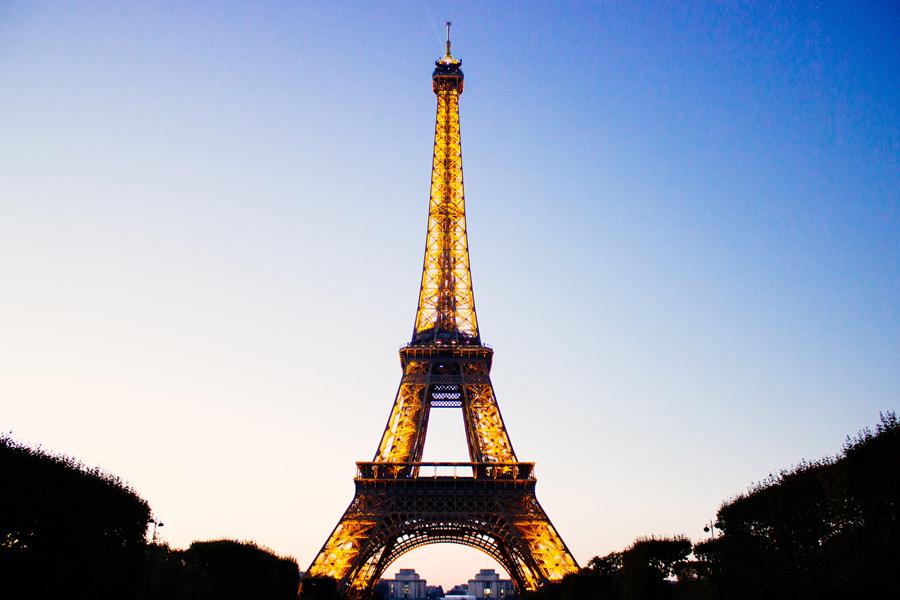 フリー写真 夕暮れのエッフェル塔