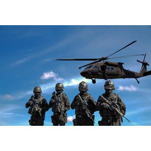 フリー写真, 人物, 警察, 警察官(お巡りさん), 特殊部隊, 武器, 銃(鉄砲), 自動小銃(アサルトライフル), 四人, 乗り物, 航空機, ヘリコプター, 兵器, UH-60 ブラックホーク