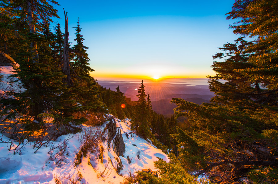 フリー写真 ピルチャック山から見る日の出の風景