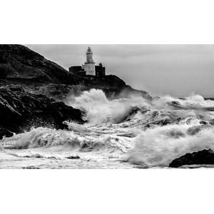 フリー写真, 風景, 海, 波, 海岸, 波しぶき, 灯台(ライトハウス), イギリスの風景, モノクロ